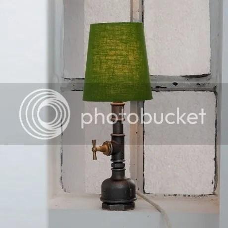 tischleuchte im industriestil metall stahl rohr dunkelgrau grüner schirm tischlampe schreibtischleuchte