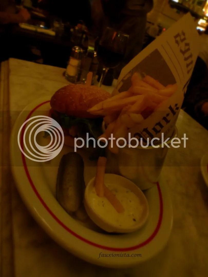 Cafe La Favourite Le Marais Cheeseburger