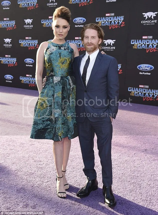 photo 3F66EDB000000578-4427444-Keeping_close_Seth_Green_stood_dwarfed_by_his_wife_since_2010_Cl-a-72_1492666435752_zps2nilepfk.jpg