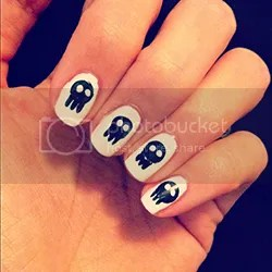 photo SkullNails_zps5f9fa32e.jpg