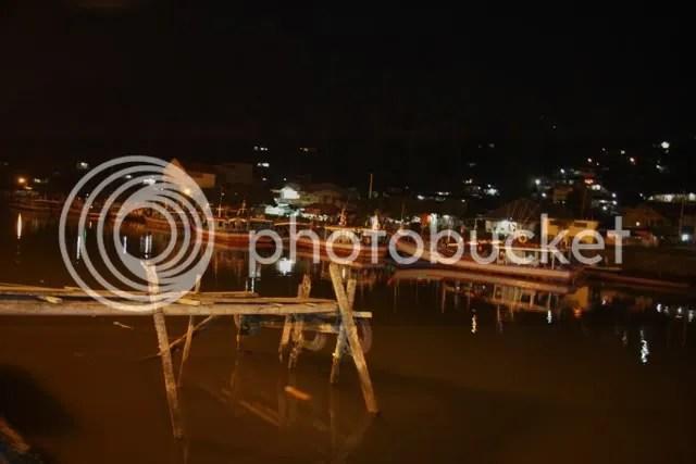 Pelabuhan Tradisional in Padang at night