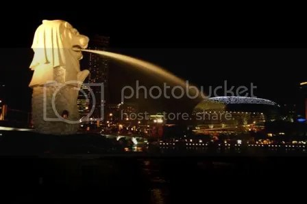 The Merlion at night 02