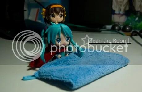 Haruhi: Clean!!!! Kagamiku: Weeeeeee~!!