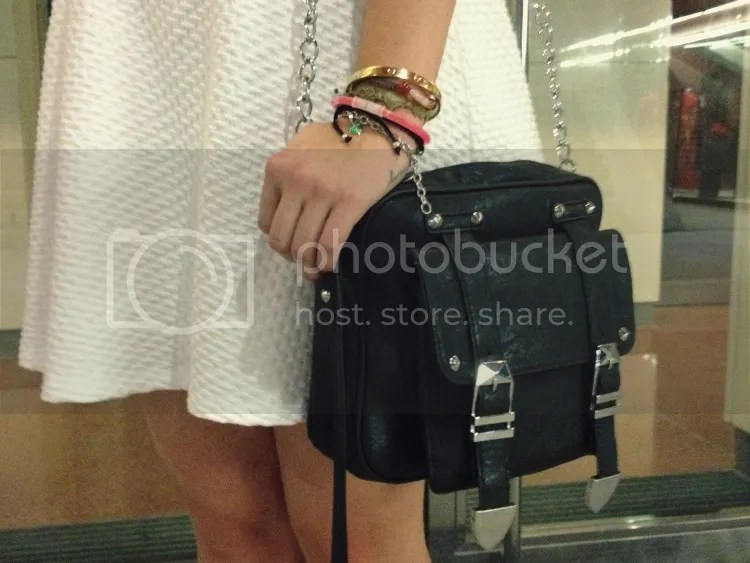 birthday, outfit, fashion junkie, blogger, white, dress, black, bag, silver, flats, curls, peppi, night, bracelets