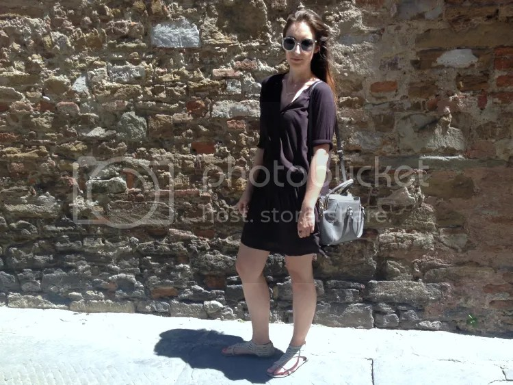 blogger, fashion, fashion junkie, italy, happy place, outfit, black dress