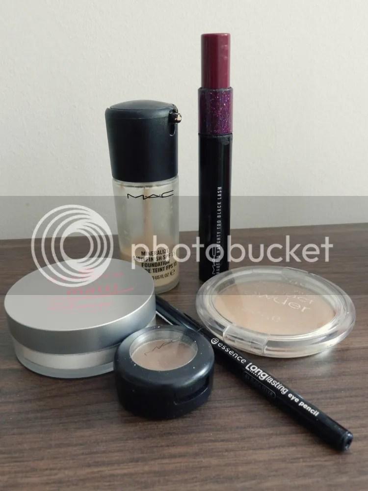 make up, foundation, powder, eye pencil, mascara, beauty, summer, 2013, essentials, eye shadow