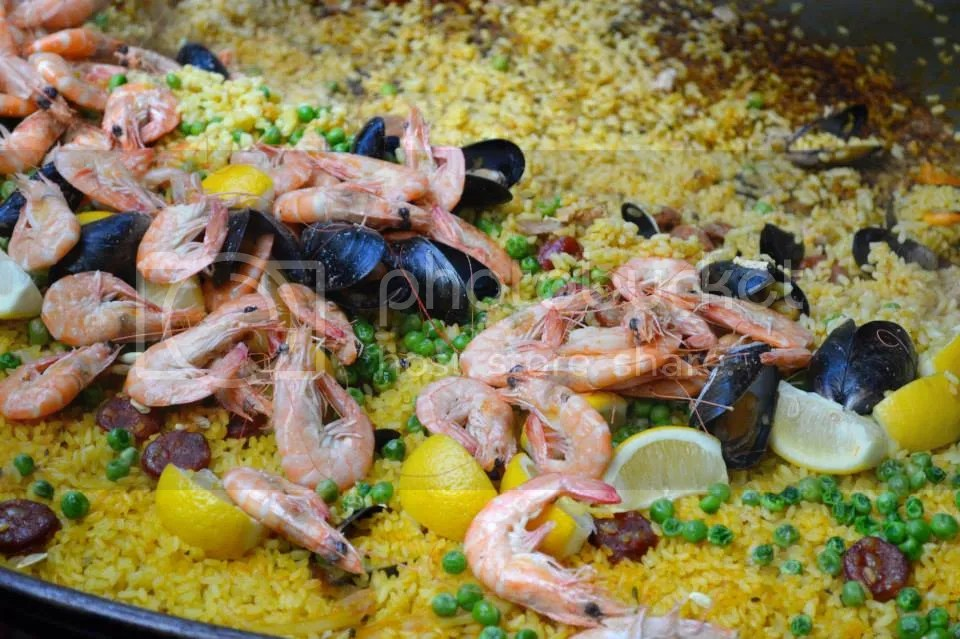 Paella photo 1898171_10152015972597921_1790655321_n.jpg
