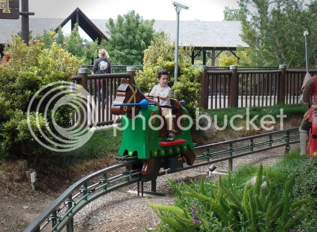 photo Legoland- Grimlock on lego horse_zpsrw3ukjtj.jpg