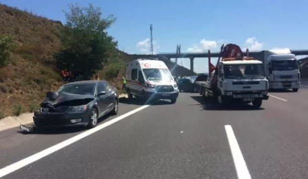Yavuz Sultan Selim köprüsü çıkışında kaza : 1 meyyit, 4 yaralı 1