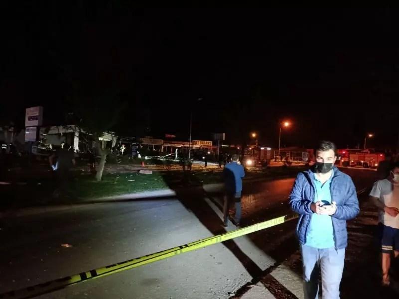 lqfnK 1619818596 5445 - Balıkesir'de tüp patladı, işyerleri zarar gördü