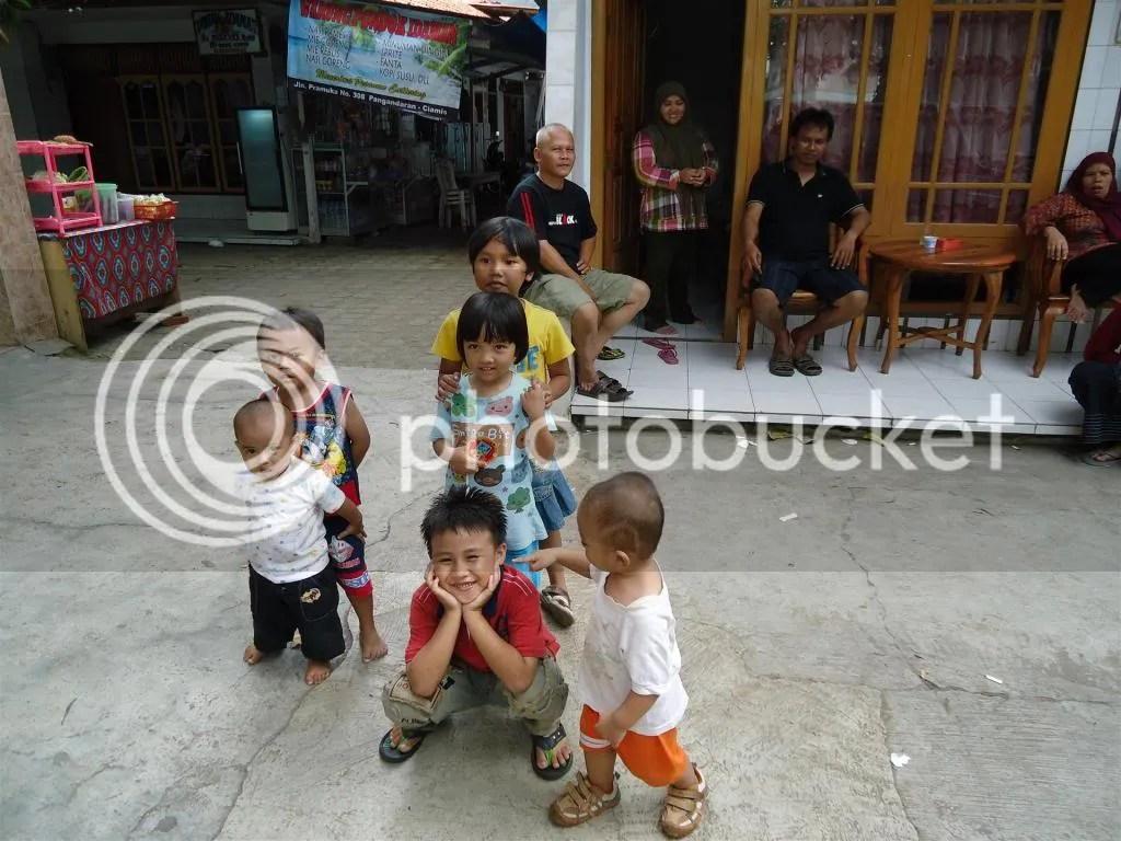 Anak-Anak di Halaman Hotel Pangandaran