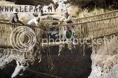 jambatanrumputjerami5 [Foto interés y extraño] Puente Colgante de la paja de hierba