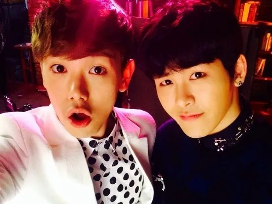 photo eric-nam-picture-with-hoya.jpg