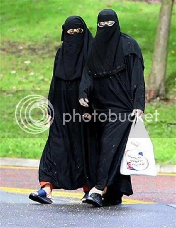 La burqa comme le voile sont les signes dune soumission et dun rejet des règles de la République laïque