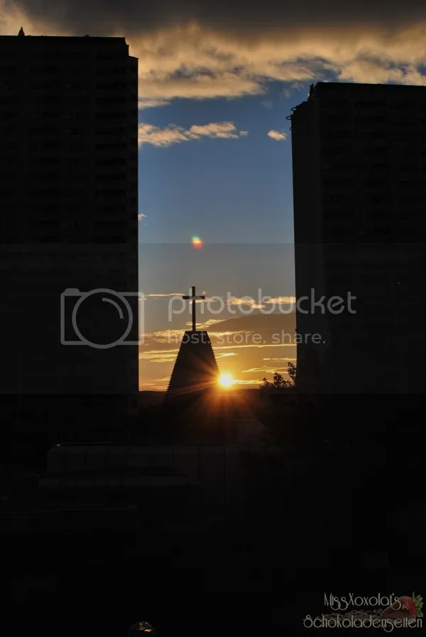 Sonnenuntergang. Wohnpark. Alterlaa