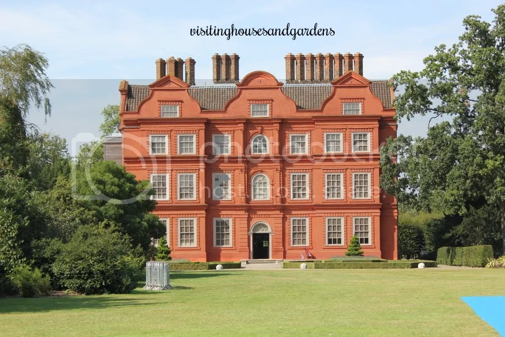 Kew palace richmond the old dutch house in kew gardens for Classic dutch house of 60m2