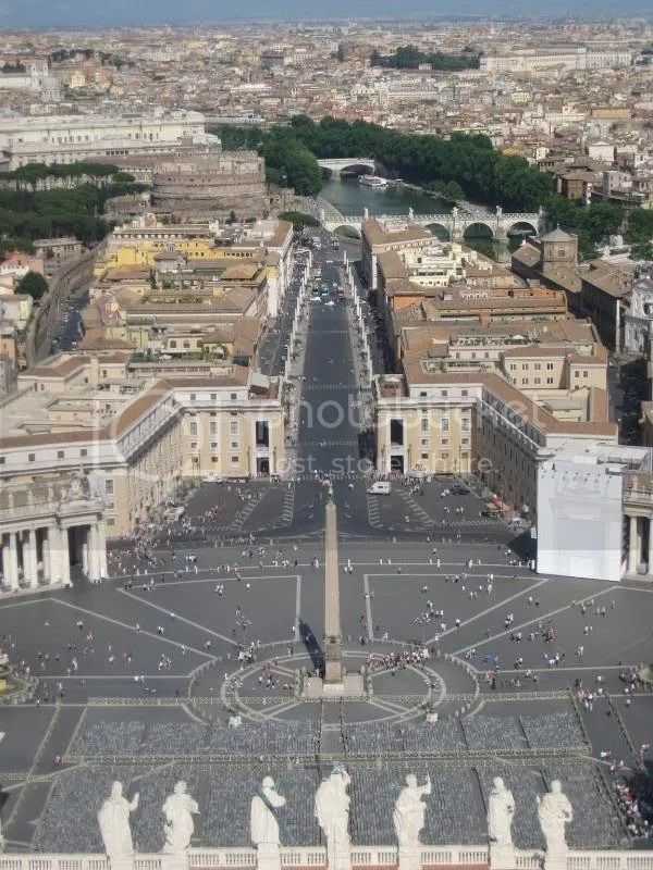 Piazza San Pietro (St. Peters Square)