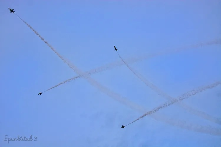 NDP 2013 Fighter plane formation