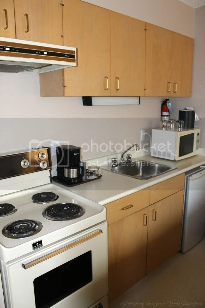 photo Handy Kitchenette at the Embassy Inn Victoria_zpsdhj0bycj.jpg