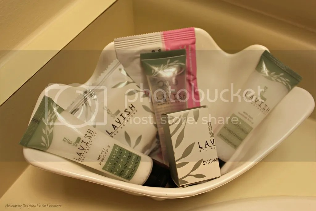 photo Lavish Amenities at the Embassy Inn Victoria B.C._zpsjrpezmt4.jpg