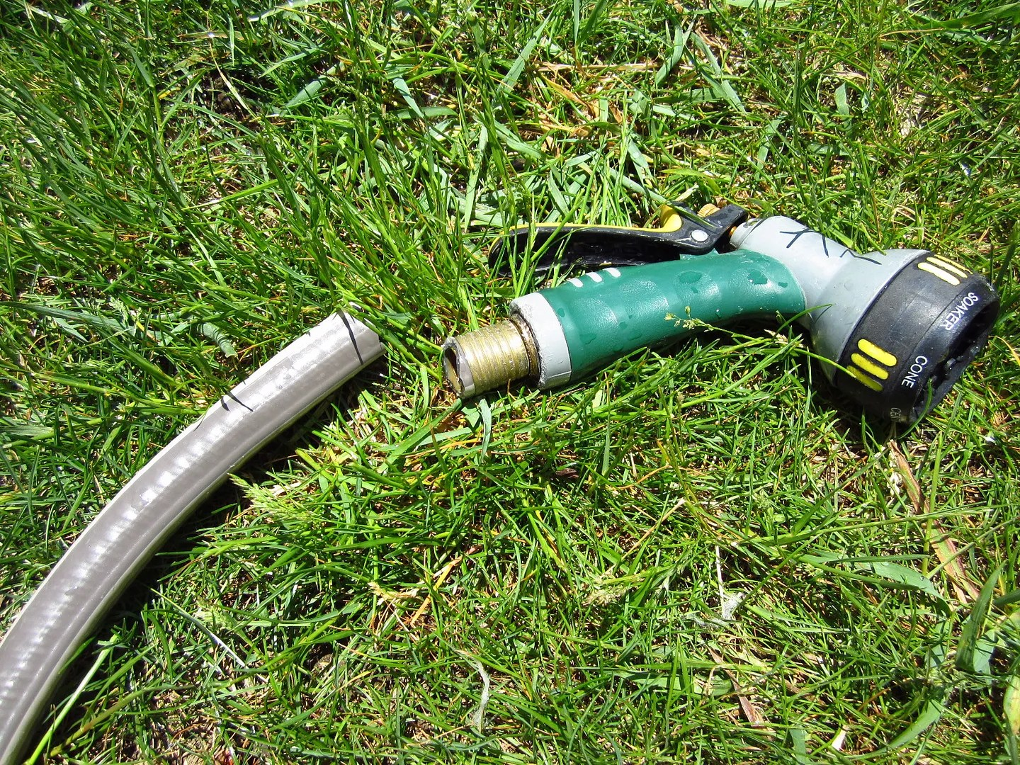 How to Remove a Nozzle That's Stuck to a Garden Hose / MyUrbanGardenOasis