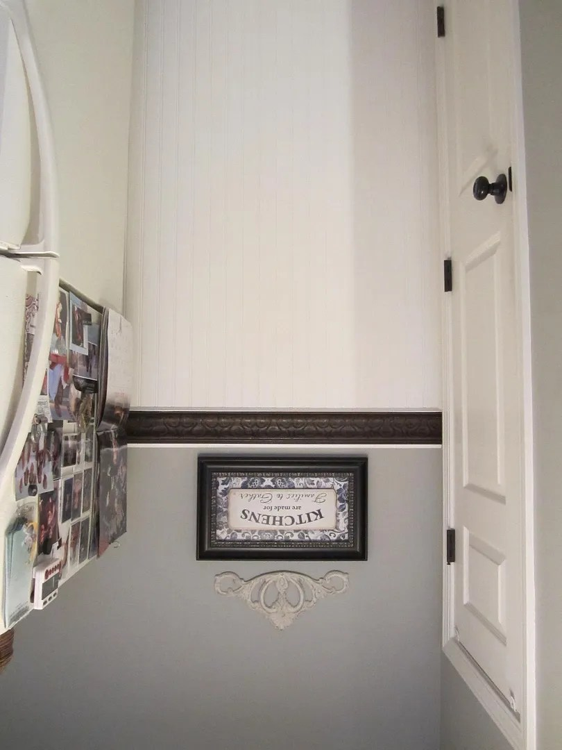Turn a Vintage Picture Frame Into Decorative Trim / HomeStagingBloomingtonIL