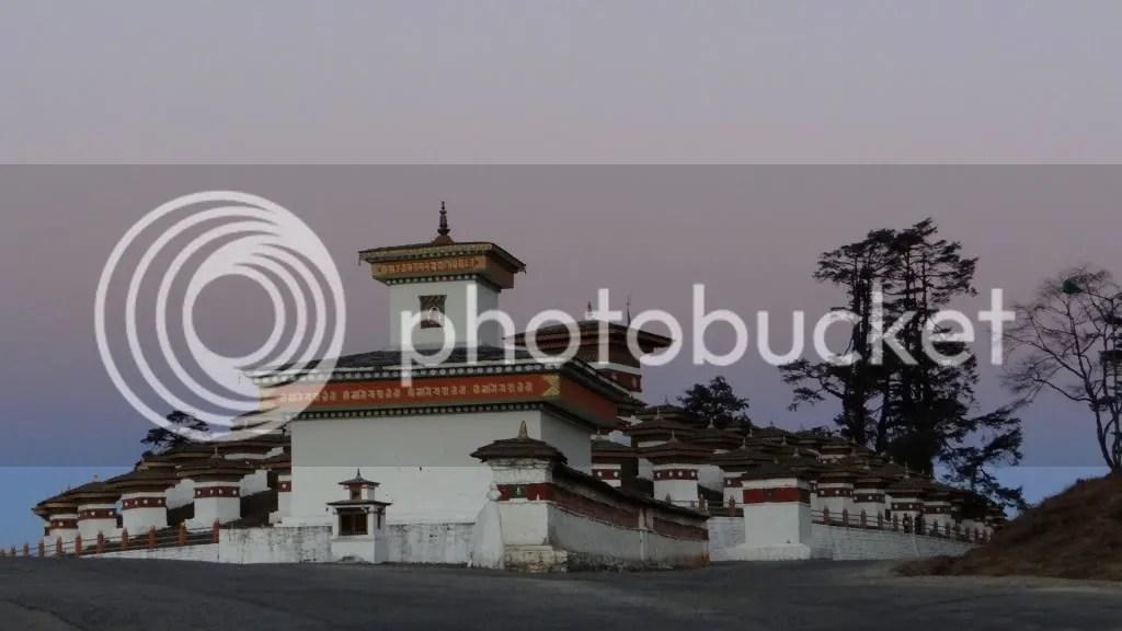 Dochu La stupa 108 211112 Bhuta