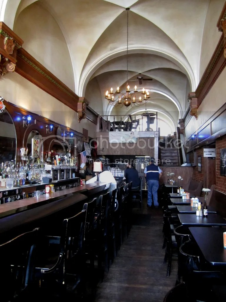 photo Grand Trunk Pub Interior_zpsiu4xsujl.jpg