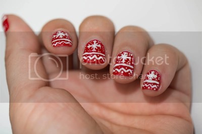 photo christmas-sweater-nail-art-1_zps434bfba9.jpg