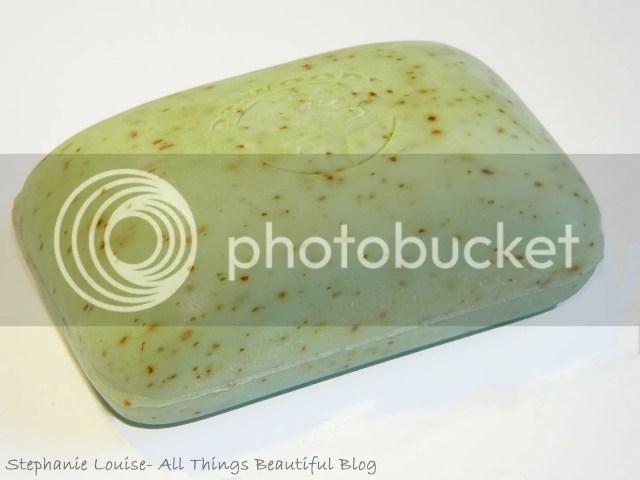 photo Dr-Woods-Garden-Cucumber-Raw-Shea-Butter-Soap-Review-04_zps75b3706f.jpg