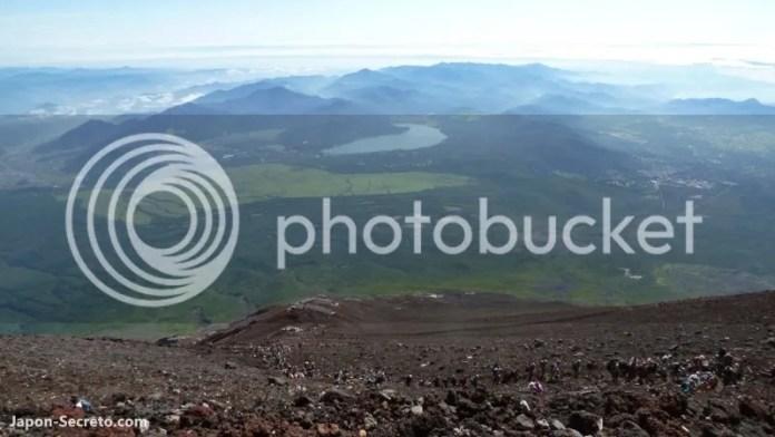 Vista del lago Ashi desde la cima del monte Fuji. Guía para subir al Fuji (japon-secreto.com)