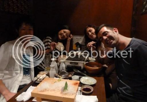 De fiesta con Mikiko y Hiroyuki después de subir al Fuji. Guía para subir al Fuji (japon-secreto.com)