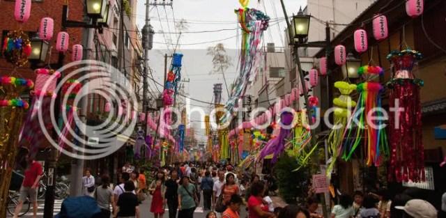 Calles engalanadas para celebrar la fiesta del Tanabata (七夕)