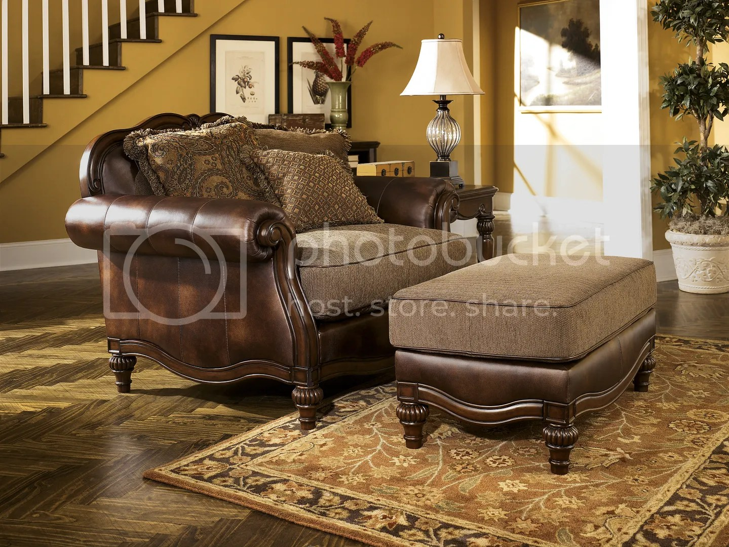 NEW ASHLEY OLD WORLD ANTIQUE TRADITIONAL FAUX LEATHER