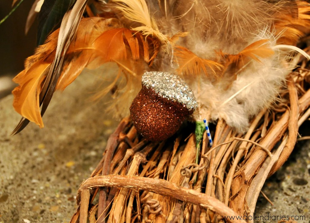 5-Minute Fall Wreath by Dolen Diaries   Mabey She Made It   #fall #autumn #wreath #falldecor #easywreath #feathers