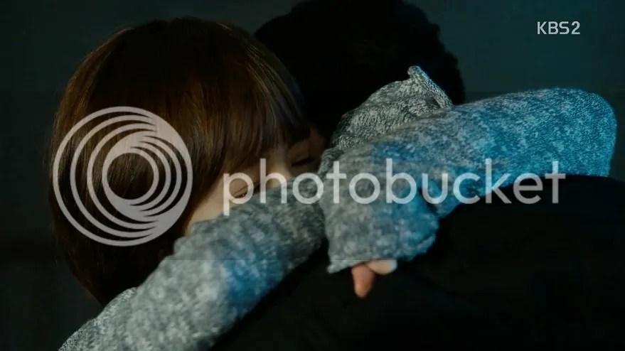 Healer ep 14 Young Shin hugs Jung Hoo