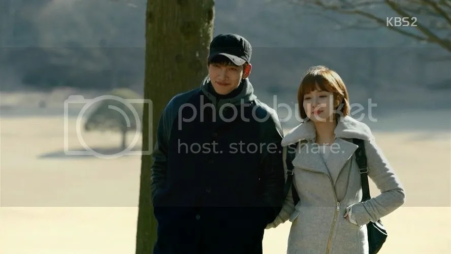 Healer Ep 17 Jung Hoo and Young Shin walk together