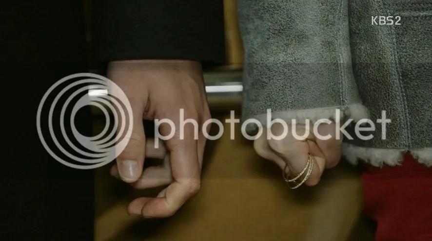 Healer Ep 10 hands
