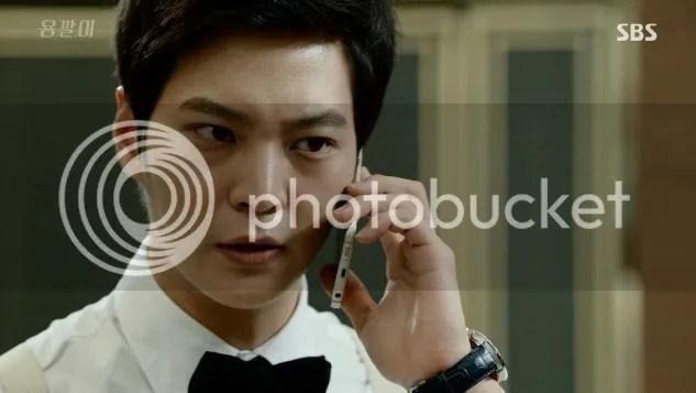 Yong Pal ep 4 Tae Hyun on the phone