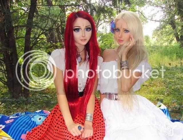 photo Living-dolls-Valeria-Lukyanova-Anastasiya-Shpagina11_zps187e910a.jpg