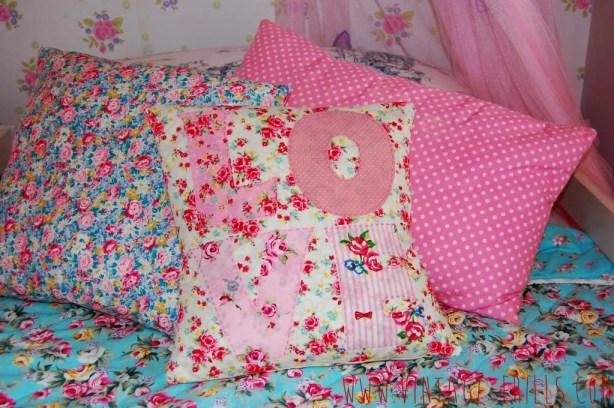 Sew and Stitch Magazine   Love Cushion   Vintage Frills