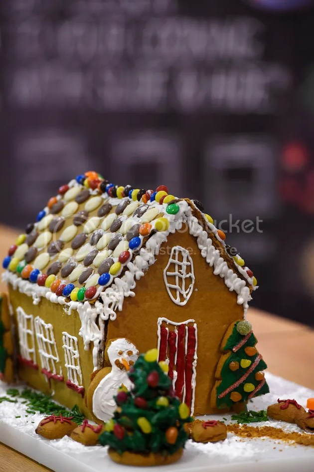 photo Gingerbread House BakeOff 8_zps7vvbzaaz.jpg
