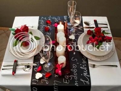 photo Como-arrumar-uma-mesa-para-um-jantar-a-dois-2_zpsf4a94cf6.jpg