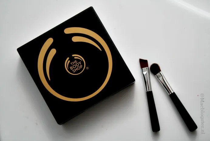 The Body Shop 4-Step Smokey Eyes palette: Smokey Brown photo DoosjeTheBodyShop4-StepSmokeyEyespalette_zpsb8638e7d.jpg