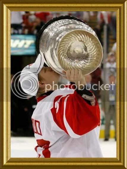 Osgood hoisting the Cup