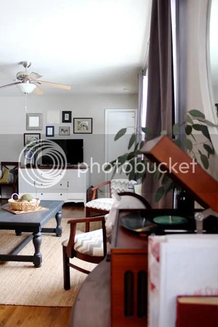 photo livingroomcoffeetable10_zpsoqw33vna.jpg