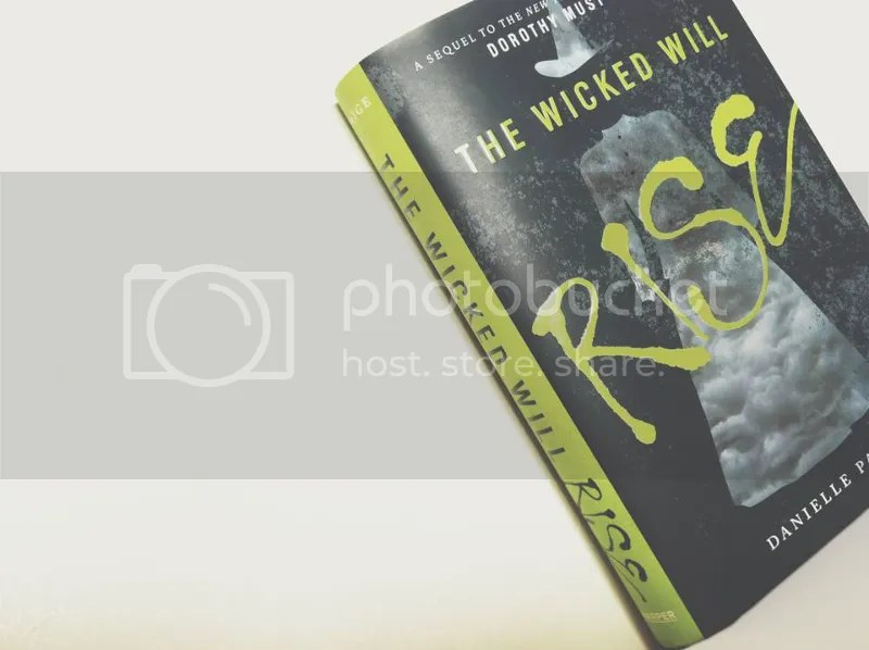 photo The Wicked Will Rise by Danielle Paige 1_zpshwlvazge.png