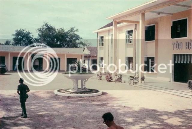 photo khoanh-khac-kho-quen-ve-quang-tri-nam-1967-hinh-1_zpscwfzlzwm.jpg