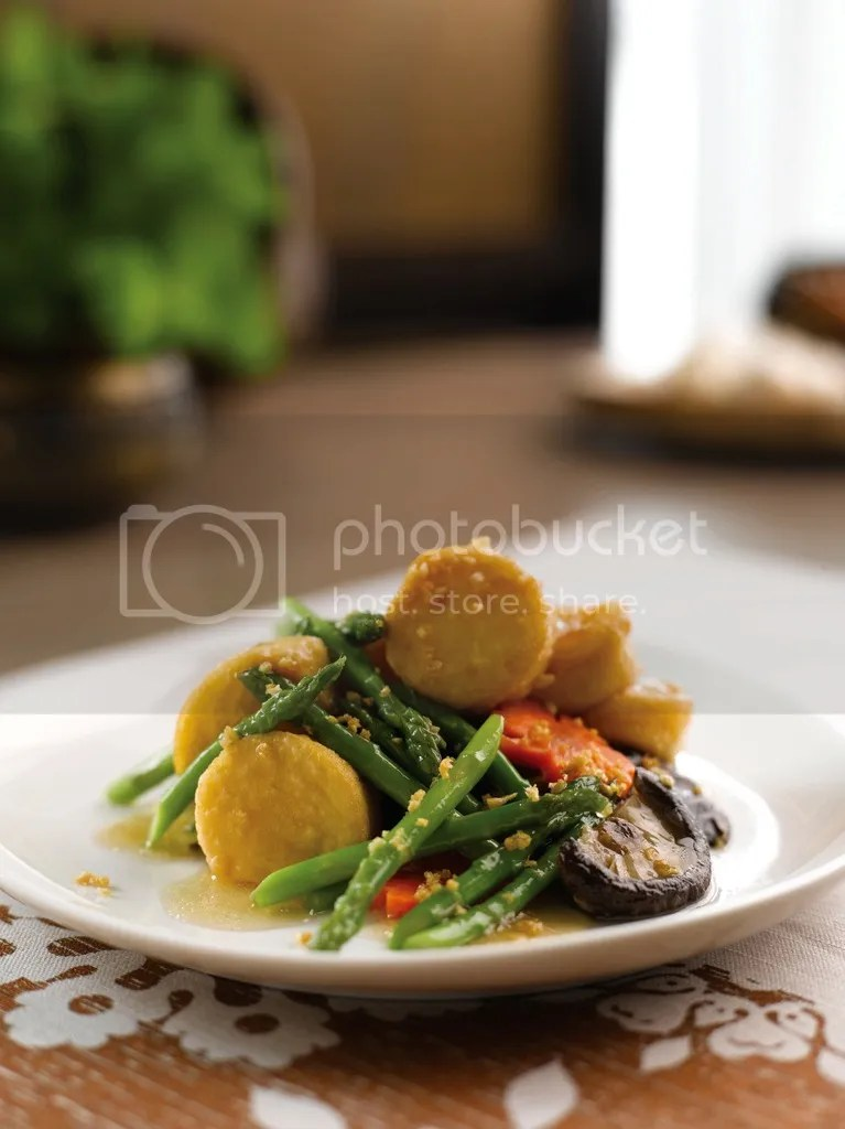 Parathai Stir-fried Mini Asparagus with Egg Beancurd and Mushroom