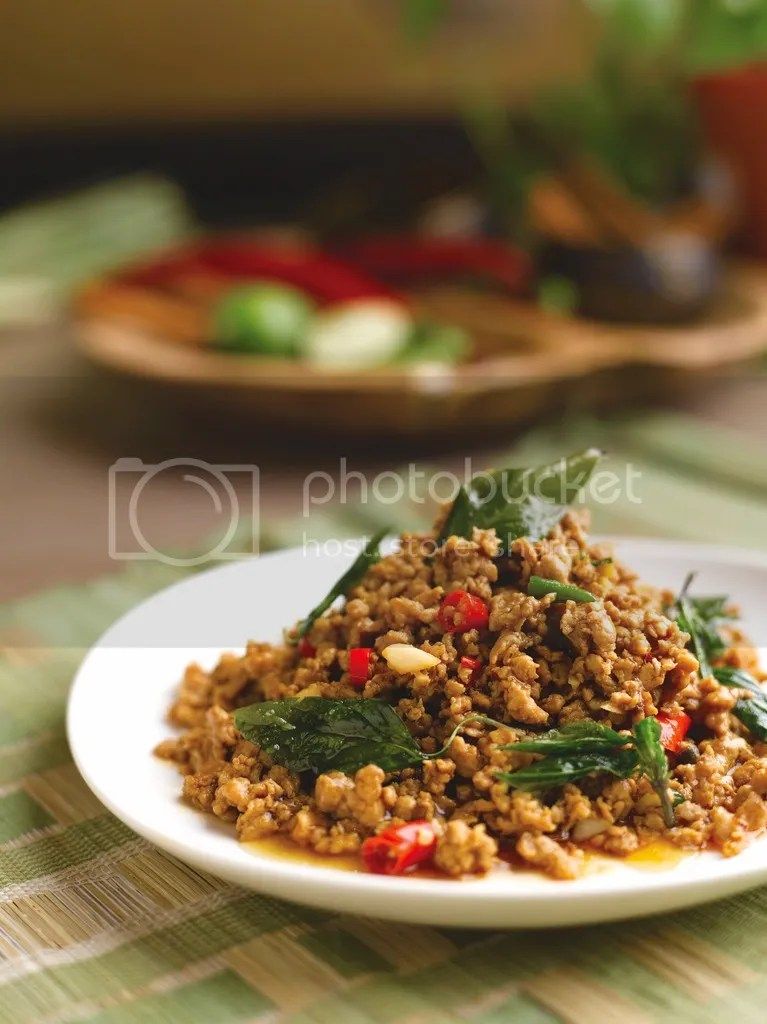 Parathai Stir-fried Pork with Basil Leaves